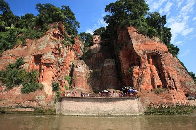 Private tour: Chengdu Panda Base and Leshan Giant Buddha in 2 day