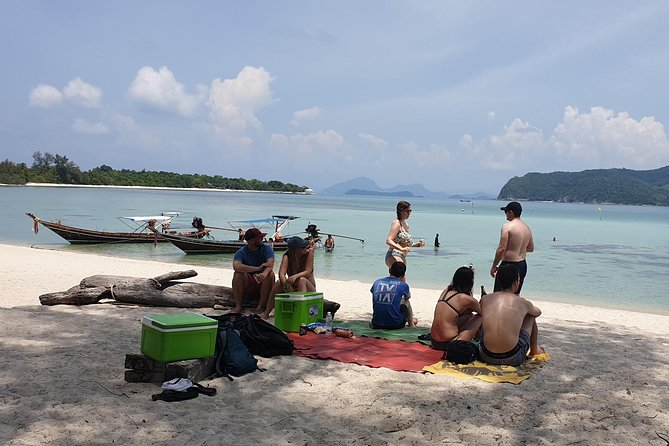 Snorkeling & Pig Island Experience photo 8