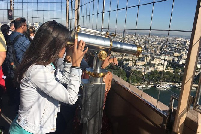 Eiffel Tower Access including Summit in Spanish & Seine River Cruise