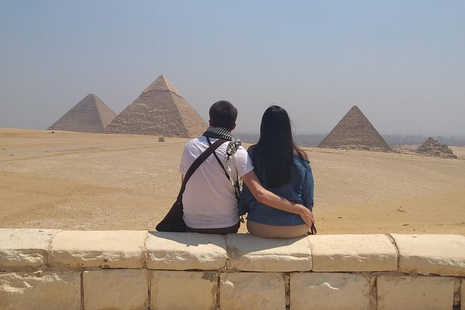 Private Guided Tour to Giza Pyramids and Sphinx with Camel ride and Lunch