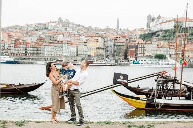 30 Minute Private Vacation Photography Session with Local Photographer in Porto