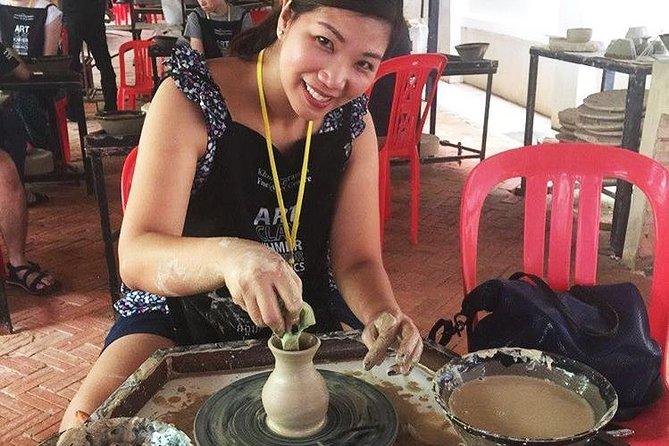 Aula de cerâmica do Camboja em Siem Reap