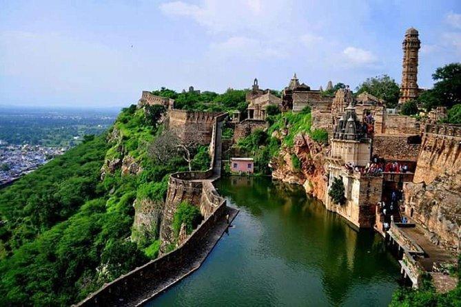 Explore Kerala Beaches, Waterfalls, Backwaters with New Delhi, Agra and Jaipur