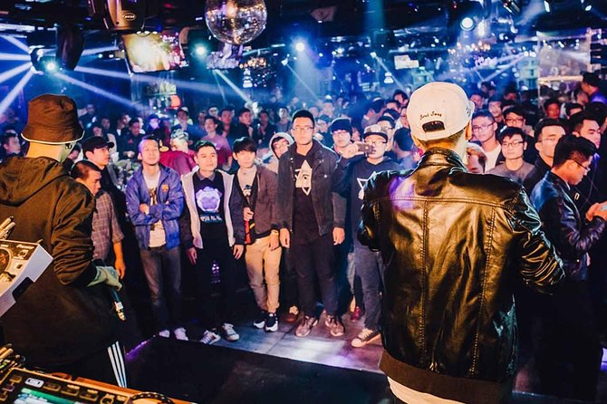 Hanoi Bar Crawl with Local Expert 4 Hour