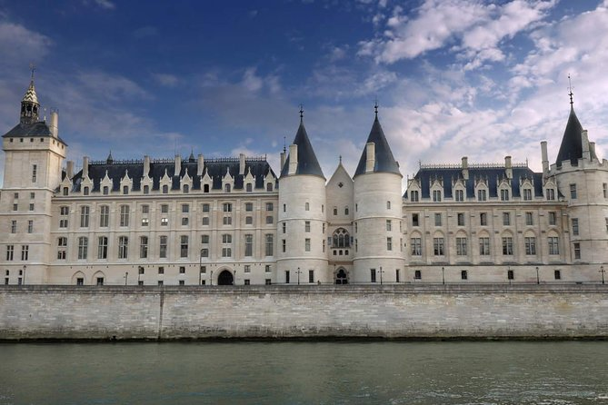 Conciergerie Entrance Ticket & Seine River Cruise