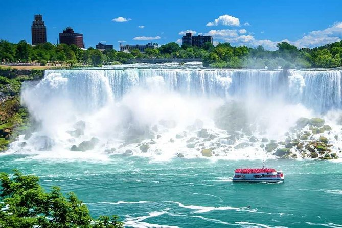 Small Group Niagara Tour with Boat and Lunch from Toronto