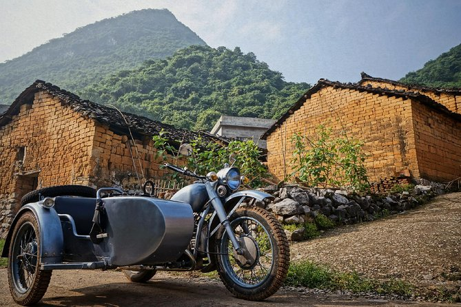 THE ETHNIC RIDE: Private tour in nature in sidecar