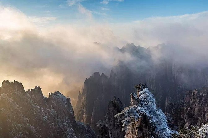 Mountain Huangshan Enthralled