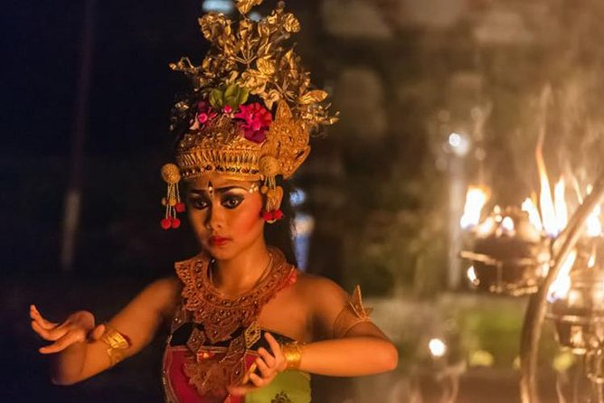 The mystical Uluwatu temple and the Kecak fire dance