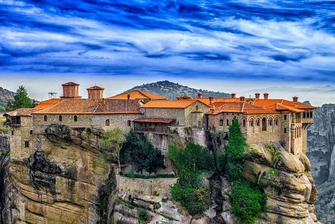 Visit Meteora & Thermopyles. Live the experience of mythic and urban Greece!