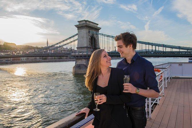 Crucero con bebidas bajo el sol por el Danubio