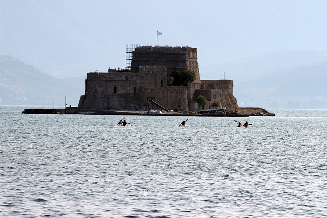 Paddle under the castles Palamidi, akropoli of Argos, Bourtzy island