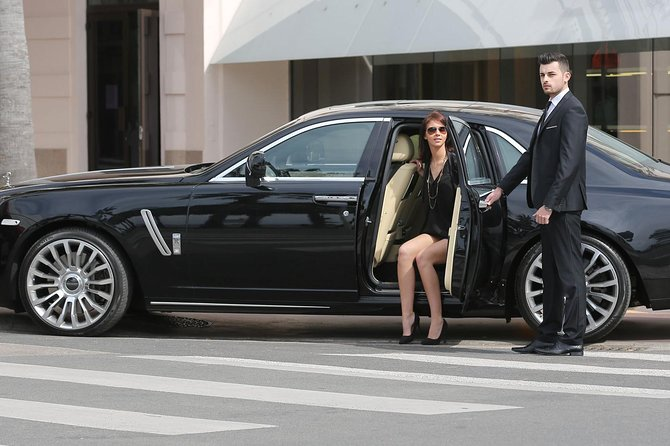 Begin your holiday stress-free: book a door-to-door transfer and arrive in comfort and style!