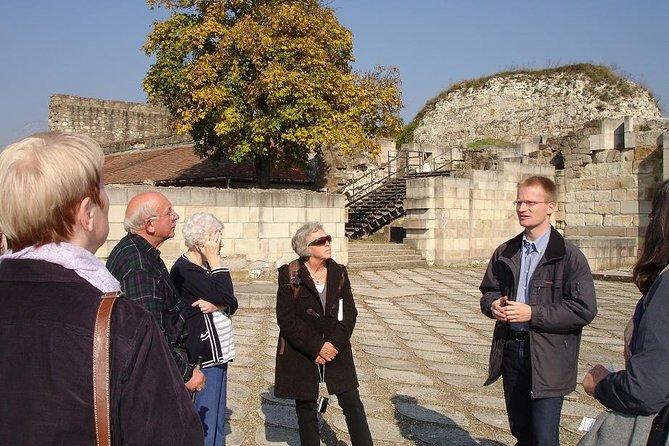 4-hour private walking tour on the BUDA side