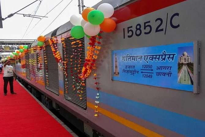 Same Day Agra Tour by Gatimaan Express Train From Delhi