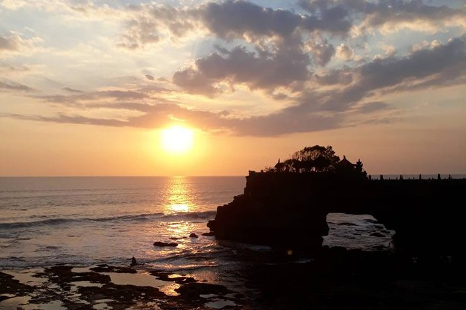 1 DAY Tanah Lot & Taman Ayun Temple Private Tour 8 hours / Beautiful Sunset at Tanah Lot Temple / Baja Rice Terrace, Temple Where Monkeys Live / English / Japanese driver included