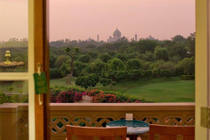 Luxury Tour : Same Day Agra Trip by Luxury Car