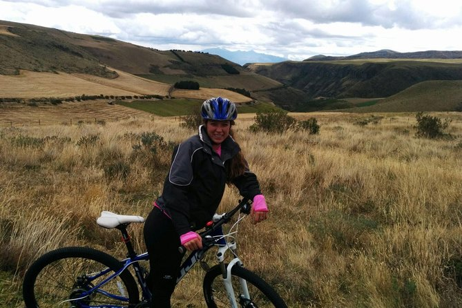 アンティサナ生態保護区ハイキングとサイクリングツアー
