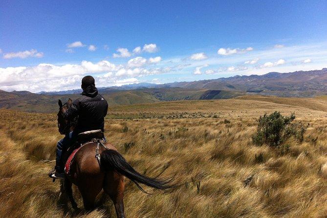 ラアシエンダでの2日間、乗馬とオタバロ先住民市場を含む