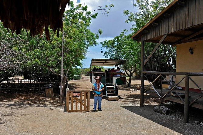 Ostrich Farm en HATO Caves Combo Adventure