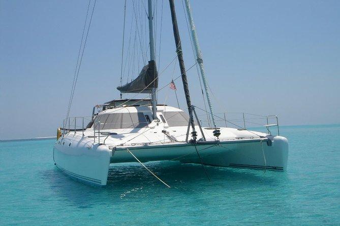 Excursión privada de un día en catamarán de lujo