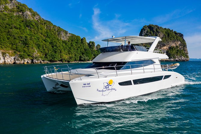 Discover the Southern Island in our Luxurious Catamaran