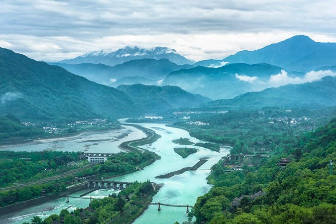 """Dujiangyan Irrigation system and Sanxingdui Chinese """"pyramid"""" museum Day-Trip"""