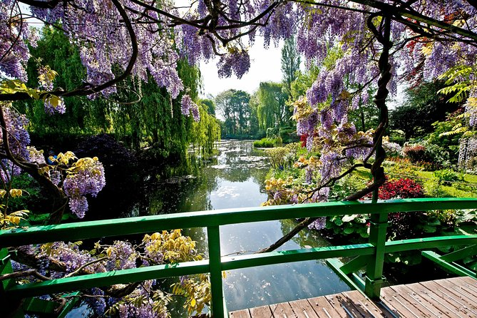 Giverny Monet's House & Versailles Palace Private Day Trip from Paris