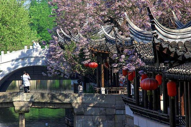 Private Shanghai Layover Tour to Nanxiang Water Town with Hot Spring Bath
