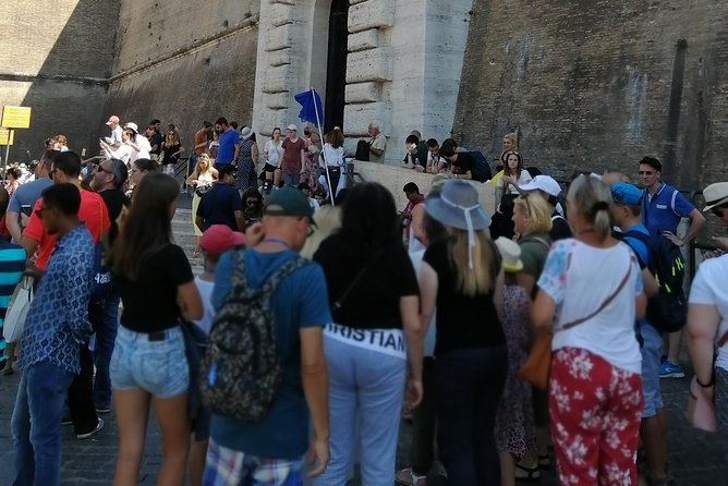 Family private tour of Vatican museum,sistine chapel and st peters without queue photo 3