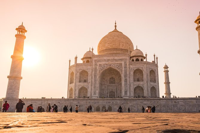 Full day guided tour of Agra