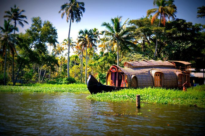 Amazing Kerala Tour: Backwaters, Safari & Hills