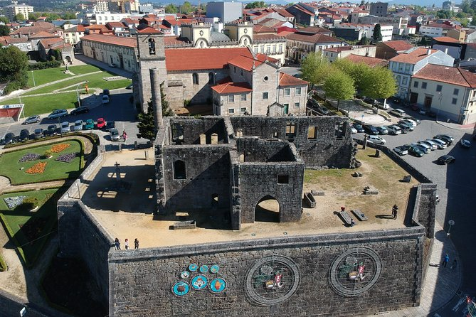 Travel with Guide from Porto to Braga, Guimarães, Barcelos