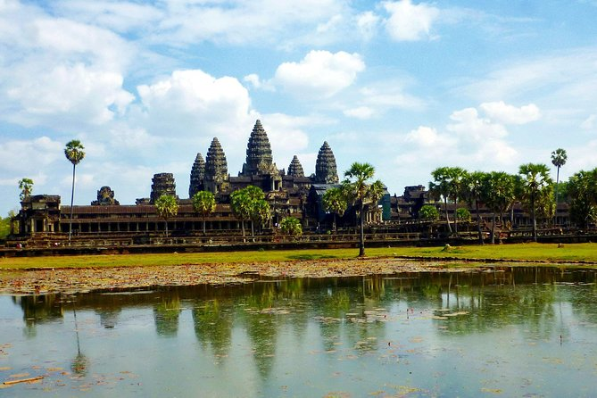 Private Angkor Wat day tour with sunrise