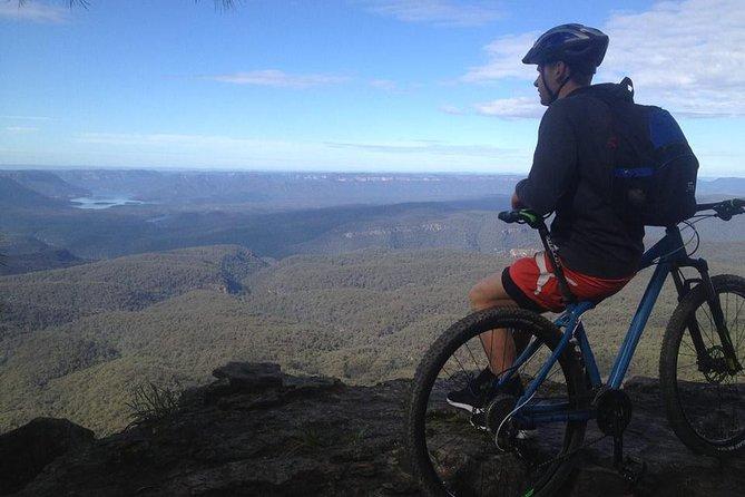 シドニーからのブルーマウンテンズマウンテンバイクデイトリップ