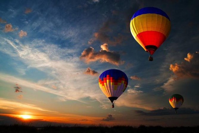 fly over the stunning tuscan hills IN an AIR BALLOON