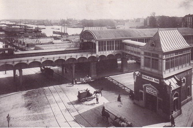 The elevated U-Bahn station Stralauer Tor (later Osthafen) in Berlin - Susanne Hattig und Rainer Schipporeit - https://commons.wikimedia.org/wiki/File:U-Bahn_Berlin_Stralauer_Tor_Osthafen_1902.jpg