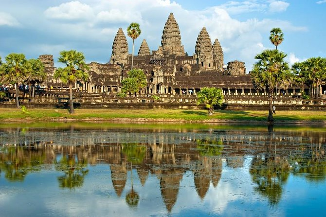 1 Day Tour with 3 main temples (Angkor Wat, Bayon, and Taprom temples)