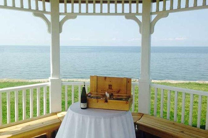 Niagara-on-the-Lake Wine Tasting and Lakefront Vineyard Picnic for Two