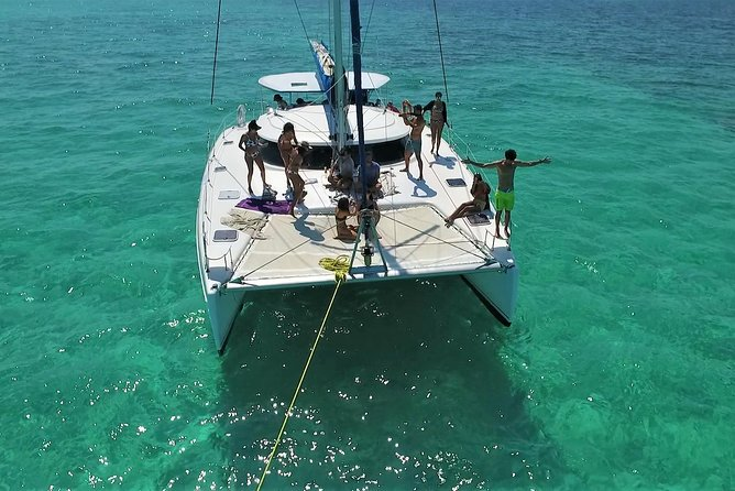 Cozumel Catamaran Sail and Snorkel with Open bar & Lunch