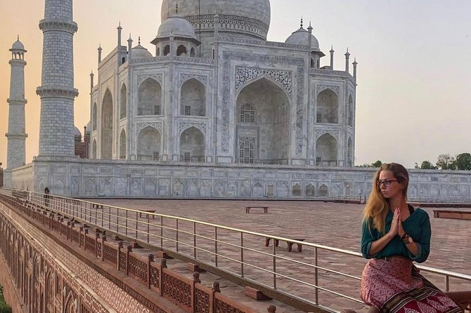 From Delhi -Taj Mahal day trip in car (guide and transport )