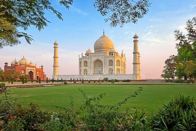 Private Taj Mahal Sunrise and Agra Fort from Delhi- All Inclusive