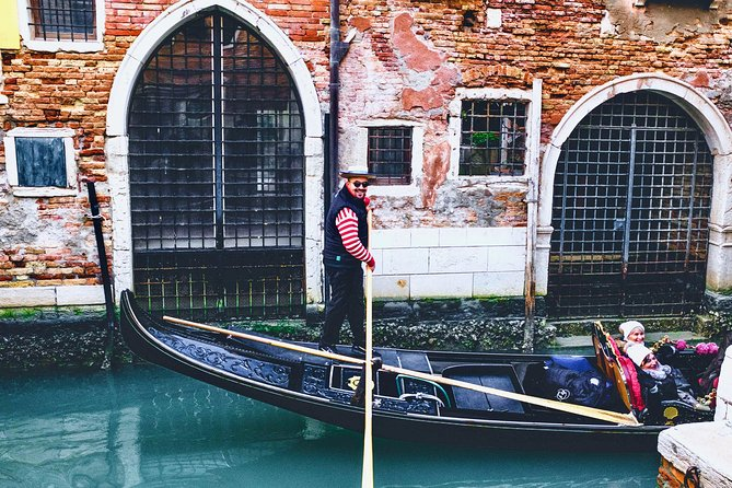 Venice Gondola Ride and Skip the Line Basilica Tour