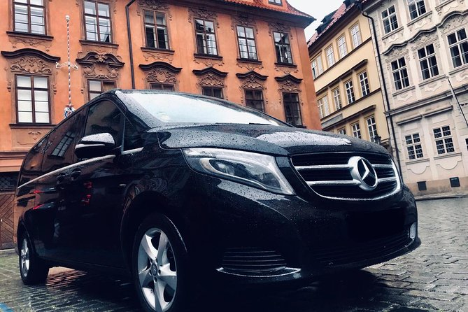 Private Transfer From Hallstatt to Prague With Stop in Cesky Krumlov 1-8 people