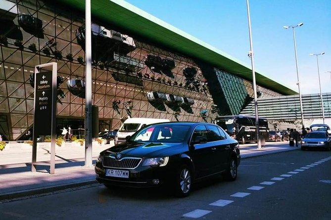 Private transfer: Kraków Airport - City center