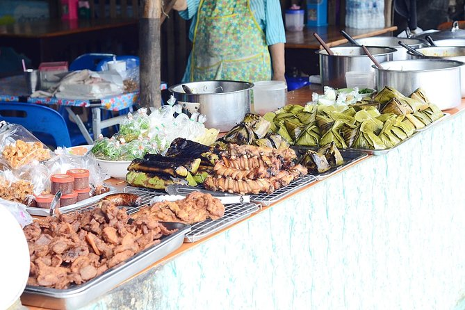 Good Morning Chiangmai. Visit morning market-Try street food-Visit unique Temple
