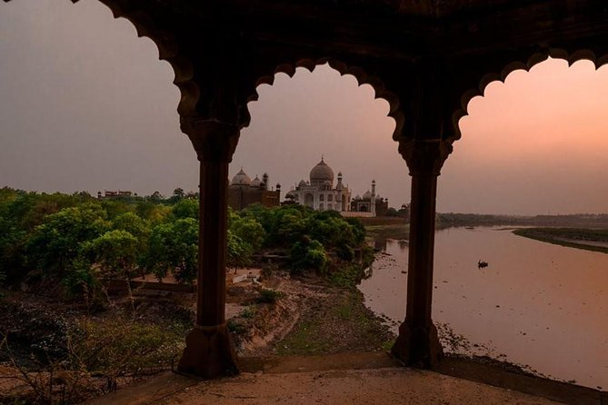 Private Agra Day Tour: Taj Mahal, Agra fort with Village Experience