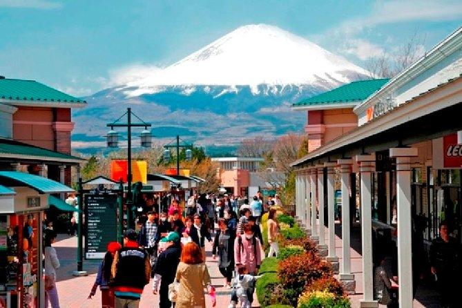 Excursão de 1 dia pelo Monte Fuji, experiência Onsen e compras em outlets saindo de Tóquio