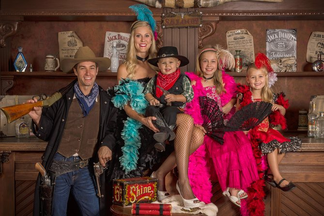Pigeon Forge: Photoshoot Session with a Free 8x10 Photo for up to Five People