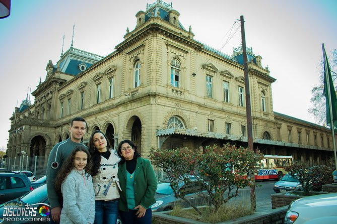 Pose in Photo Tour while Exploring the Hidden Zone of Western Montevideo with Audioguide